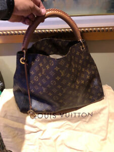Selling Louis Vuitton Artsy MM Handbag