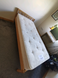 Single bed with or without mattress