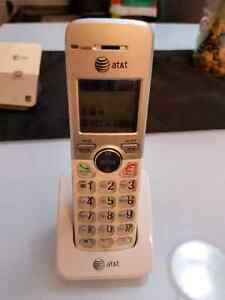 2 AT&T cordless phones 20$ West Island Greater Montréal image 2
