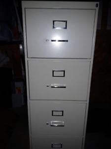 Filing Cabinet 4drawer metal lockable.(need lock)