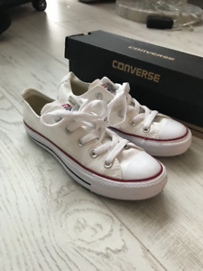 NEW, CONVERSE Womens Chuck Taylor Core Ox Sneakers, Size 5.5
