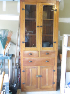 Classic display cabinet, table and chair