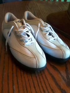 BRAND NEW Top Flite Ladies golf shoes - size 6.5