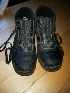 Mens size 8 -8.5 Steel Toe Safety Boots