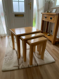 Nest of 3 pine coffee tables