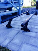 Barres Thule pour véhicule avec gouttières