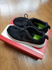 957ac699a8a6 Nike Roshe trainers uk size 8.5