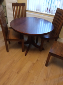 Wooden round dinning table for sale £5