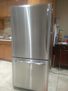 stainless steel fridge by GE no dent or mark size 30 x65 nice an