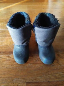 Gray Wolf winter boots, size 7