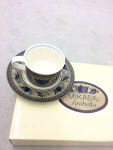 Mikasa Arabella teacups and saucers set