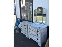 Chest of drawers / dresser with built in Princess 3 way mirror shabby chic quality beautiful item