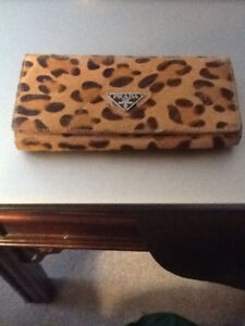 Prada wallet - like new!