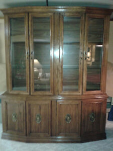 SOLID OAK CABINET LIKE NEW AND BEAUTIFUL TO LOOK AT!