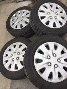 215 / 60 R16 HIVER + RIMS + cap de roues