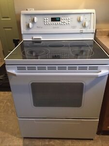 Kitchen and laundry appliance set