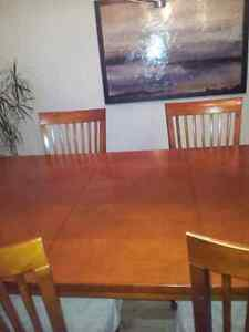 Dining table London Ontario image 2