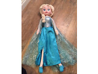 Large singing Elsa