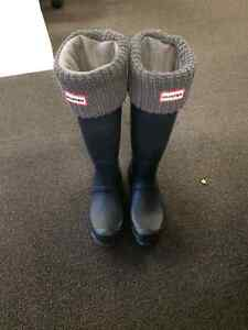 Hunter boots - navy matte basically new!! Size 6