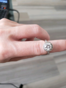 Engagement ring and matching band