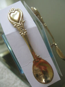 GORGEOUS LITTLE OLD-FASHIONED VINTAGE GOLDTONE SPOON BROOCH