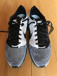 NEW Nike Flyknit Racer Black and White