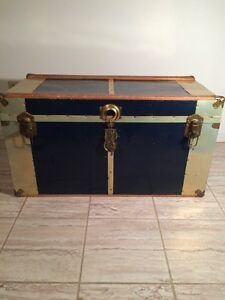 Traveling trunk Navy blue and gold