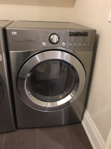 LG dryer 7.4 cu. ft in excellent condition