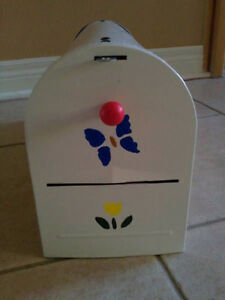 Brand new in box outdoor rural mailbox handpainted metal London Ontario image 6