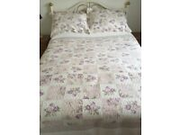 Beautiful King Size Patchwork effect Quilt with 2 Pillowshams