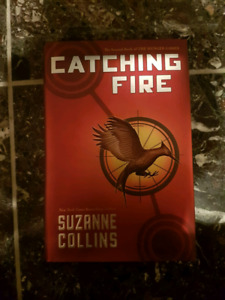 *FIRST EDITION* Catching fire Suzanne Collins Hunger games