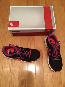 NEW BALANCE LADIES SNEAKERS SZ 8 - NEW IN THE BOX