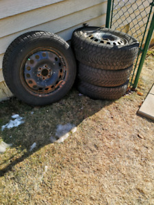 4 Goodyear Nordic winter tires on rims. P225 60r17