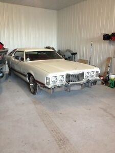 1976 Ford Thunderbird Coupe (2 door)