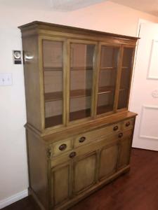 Cabinet / Hutch