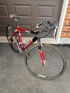 Vélo de route de marque Giant Aluxx 6061