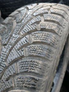 Like new 215/60/r16 WINTER TIRES