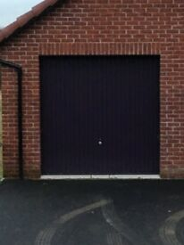 Garage door in excellent condition