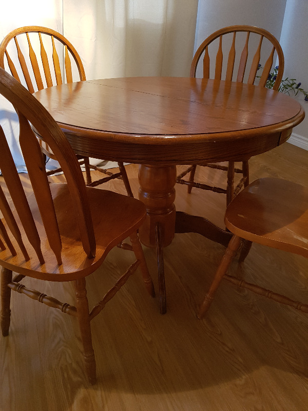 Round Oak Table Chairs