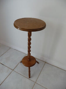 SMALL TWISTED TABLE oak