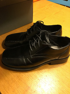 SIZE 5 YOUTH BOYS DRESS SHOES , GOOD CONDITION