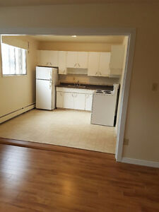FREE TELUS FREE FEB AND MARCH 1/2 RENOED 1 BED NEAR U OF A