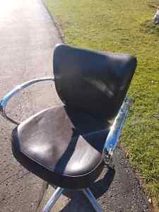 Salon Styling Chairs for Sale - 6 chairs Kawartha Lakes Peterborough Area image 2