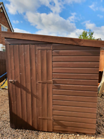 8' X 6' SHED VGC WITH NEW FELT FREE LOCAL DELIVERY