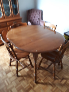 DINING ROOM SET (SOLID OAK)
