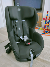 Britax TRIFIX 2 i-size car seat and base. Cosmic Black Up to 22kg (4y)