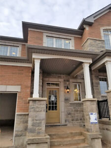 Townhome Preserve Dundas & Sixth line BRAND NEW 3bed/3bath