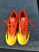 Boys/Mens soccer cleats size 8