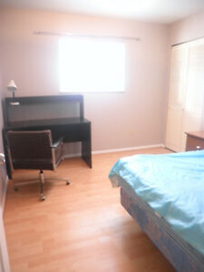 December 01- A Middle  bedroom close to Commercial sky train