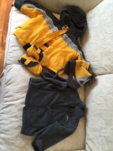 Enfant/kids size 3; Winter jacket with hat and gloves  West Island Greater Montréal image 2